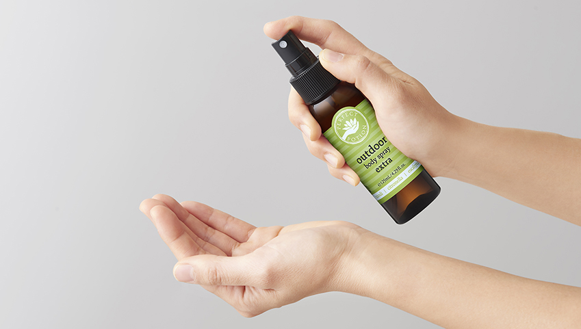 100%ナチュラル。夏の肌をガードするフレッシュな香りのボディスプレー!さらに、すすぎ不要のアルコールハンドスプレーとしても使用できます。